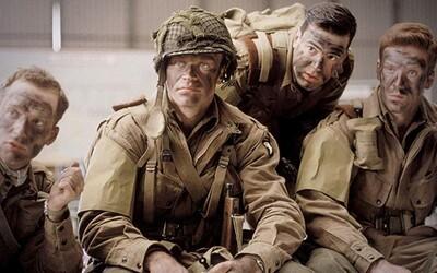 Band of Brothers a Pacific dostanú vojnové pokračovanie! Nový seriál od Spielberga a Toma Hanksa uvidíme na Apple TV+