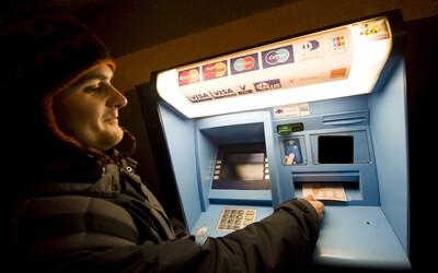 Bankomat veselo vydával namiesto 20 € rovno 50 €. Zákazníci vyberali, kým si nevyčerpali denný limit