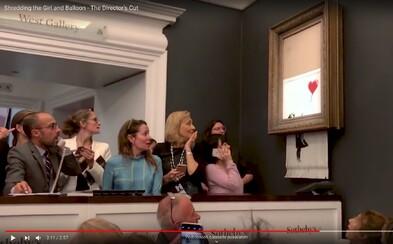Banksy zveřejňuje video, jak kdosi tlačítkem spouští skartovaní vzácného obrazu