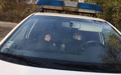 Banskobystrických policajtov odfotili pri spánku v službe, teraz prídu o koncoročné odmeny aj príplatky