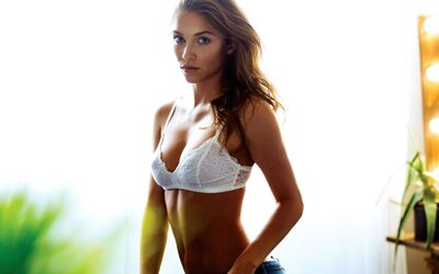Barbora Bakošová dnes preberá náš Snapchat. Ukáže ti svoj deň a priblíži atmosféru zo živého prenosu súťaže Miss Slovensko 2016