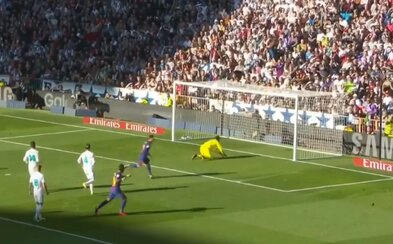 Barcelona ovládla El Clásico na štadióne Realu Madrid a pred svojím rivalom má náskok už 14 bodov