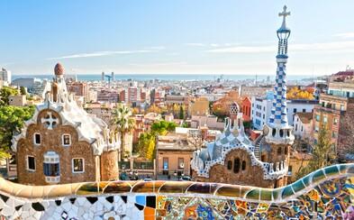 Barcelona začína boj proti turistom. Masívne protesty, hanlivé nápisy a útoky na cudzincov