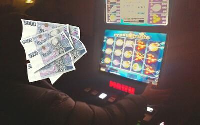 Barman v ostravské herně  prohrál 150 tisíc na automatech, opil se a zmizel