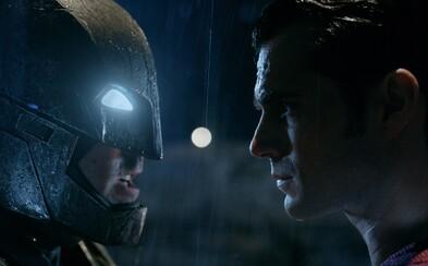 Batman a Superman si dávajú do držky v kolosálnom, takmer 4-minútovom traileri