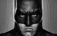 Batman Bena Afflecka sa odhalil v plnej kráse, zatiaľ čo Jared Leto ukázal, že Joker bude nabúchaný