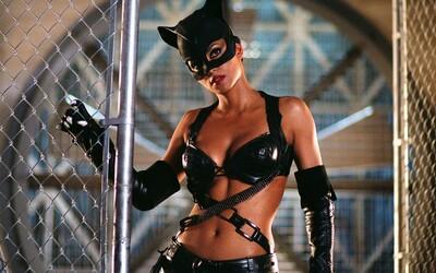 """Batman mal orálne uspokojiť Catwoman. """"Hrdinovia také veci nerobia,"""" zamietlo návrh na sexuálnu scénu DC"""