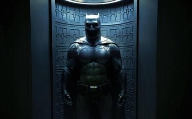 Batman v Superman nám predstavuje detailný pohľad na Batmanov kostým a Batmobil