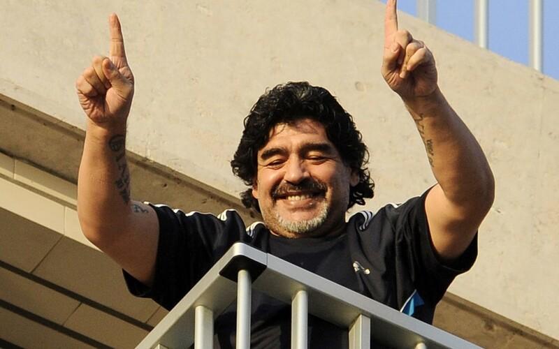 Diego Maradona zemřel.