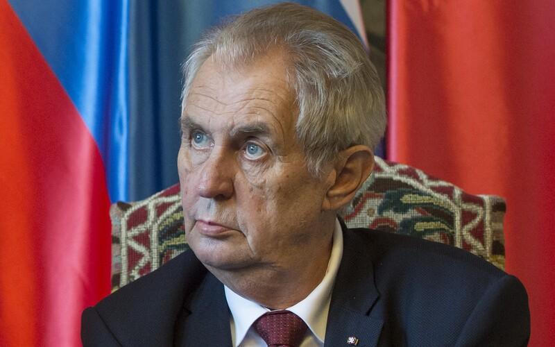 Miloš Zeman opustil nemocnici a vrací se na zámek v Lánech.