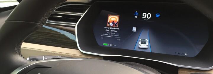 Autopilot v Tesle zachránil život. Šofér elektromobilu Model X nemohol kvôli obrovskej bolesti riadiť