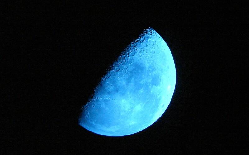 Halloween 2020 ozáří Modrý měsíc. Po 30 letech bude během jedné noci viditelný na celém světě.