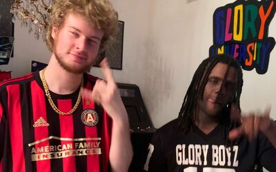 Country rap a Chief Keef rapující do banja. Nic není nemožné v novém videu od Yung Gravyho.
