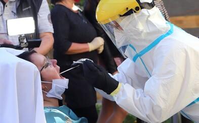 Během soboty v Česku opět výrazně klesl počet testů na koronavirus