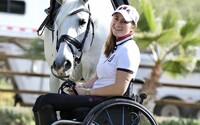 Během teroristického útoku přišla o obě nohy. Po pěti letech mladá jezdkyně závodí na paralympiádě v Tokiu