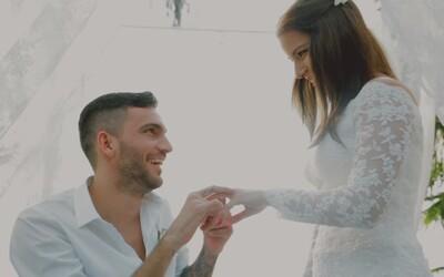 Bekim si našiel životnú lásku a venoval jej prsteň a dojímavý videoklip, v ktorom nechýbajú zábery zo svadby