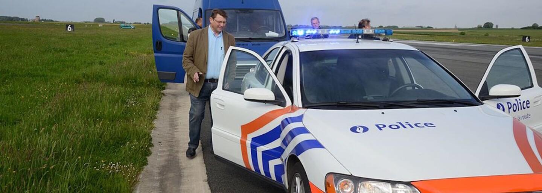 Belgický soud řešil kuriózní případ. 79letá stařenka se řítila ve svém Porsche rychlostí 238 kilometrů za hodinu