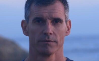 Ben uplave 8 851 kilometrů kraulem přes Tichý oceán, aby upozornil na plastový odpad