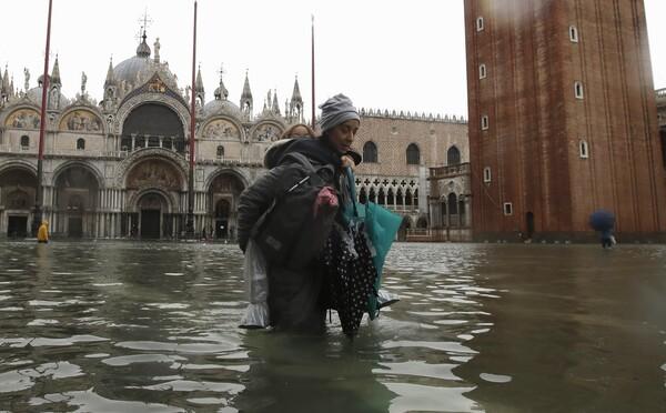 Benátky zasáhly druhé největší záplavy v historii. Jde o výsledek klimatických změn, tvrdí starosta