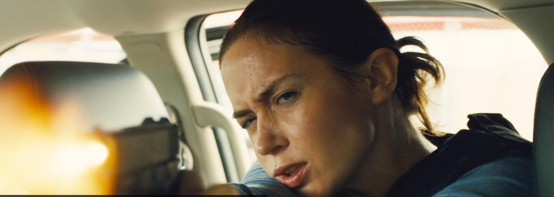 Benicio Del Toro a Emily Blunt uprostřed drogové války. Sicario láká novým trailerem