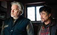Benicio Del Toro a Tim Robbins sa v novom filme ocitajú na vojnou zničenom Balkáne
