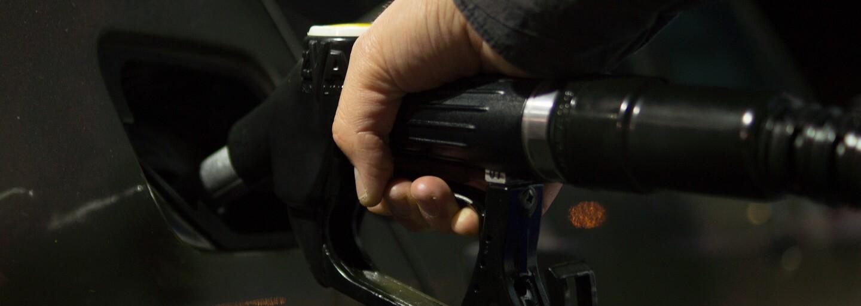 Benzin v Německu může zdražit až o 18 korun. V Česku to zatím nehrozí