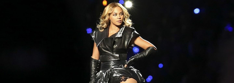 Beyoncé láka na kolekciu plaviek. Ivy Park x Adidas ponúkne oranžové kúsky, s ktorými zaujmeš na každom kúpalisku či pláži