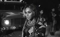 Beyoncé se ve videu Sorry přenesla přes bývalého přítele a vzkazuje Afroameričankám, aby se za sebe nestyděly