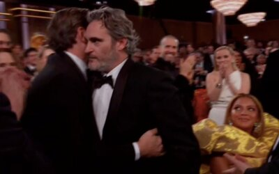Beyoncé zostala ako jediná sedieť počas standing ovation pre Joaquina Phoenixa, keď dostal ocenenie za Jokera