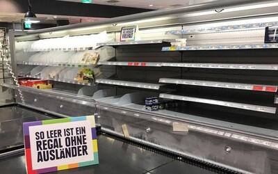 Bez cizích produktů by byly regály obchodů prázdné. Supermarket bojuje proti rasismu a na ukázku odstranil zahraniční výrobky