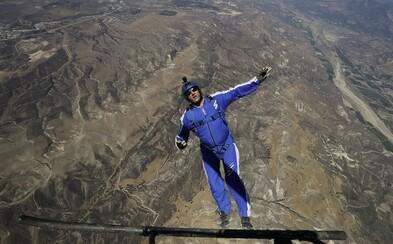 Bez padáku skočil z výšky 7620 metrov. Odvážny parašutista pokoril svetový rekord