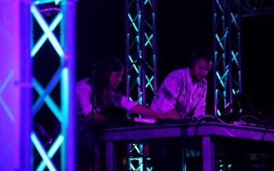 Bez temnoty by svetlé momenty nefungovali. Elektronické duo HVOB sa po dvoch rokoch pripomína prvým live albumom