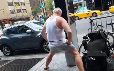 Bezdomovci v New Yorku sledují porno na veřejných internetových automatech. Nevyhnuli se ani světoznámé Times Square