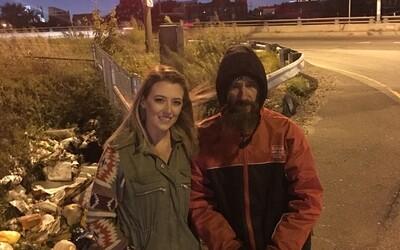 Bezdomovec jí daroval na benzín své poslední peníze. Ona pro něj na oplátku uspořádala sbírku, v níž mu lidé dali přes 200 tisíc dolarů