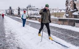 Běžkaři v Praze vyrazili na Karlův most