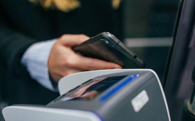 Bezkontaktné platby bez PINu sa od zajtra zmenia. Prečo a kedy si od vás terminál vypýta PIN kód?