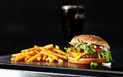 Bezmasý burger McPlant se blíží k Česku. McDonald's ho začal prodávat ve Švédsku a Dánsku