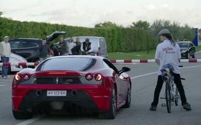 Bicykel porazil Ferrari 430 Scuderia v šprinte na štvrť míle. Dosiahol rýchlosť 333 km/h!