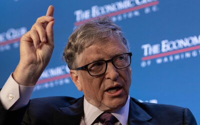 Bill Gates: Lockdowny tu môžu byť aj v roku 2022. Nasledujúcich 6 mesiacov bude najkritickejších