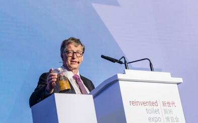 Bill Gates rečnil s nádobou plnou ľudských výkalov. Chce zrevolucionizovať spôsob, akým fungujú naše záchody