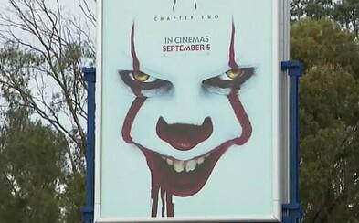 Billboardová kampaň na horor IT: Chapter Two straší malé děti, stěžují si rodiče