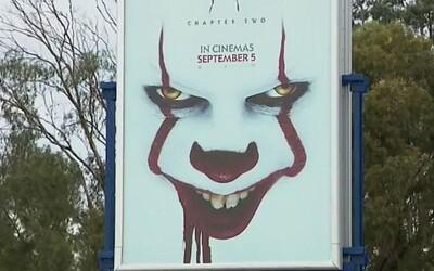 Billboardová kampaň na horor IT: Chapter Two straší malé deti, sťažujú sa rodičia