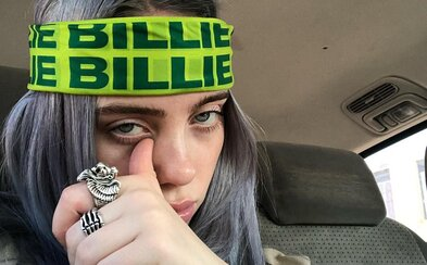 Billie Eilish zdieľa halloweenské kostýmy ľudí, ktorí sa za ňu prezliekajú. Jeden ocenila veľmi vulgárnym komentárom