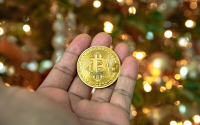 Bitcoin nakrátko spadol pod 7-tisíc dolárov. V najväčšej burze Binance mala prebehnúť policajná razia