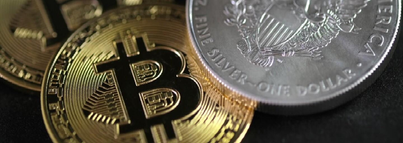 Bitcoin se propadl pod 30 tisíc dolarů, dolů táhne i další kryptoměny