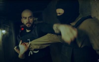 Bitman je komixový hrdina ako Punisher, v klipe zbil každého, kto mu prišiel do cesty. Sleduj jeho bojové a rapové umenie