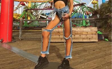 Bizarné džíny majú viac dier než látky, no niektorí si ich aj napriek tomu zamilovali. Netradičný kúsok získaš za 140 €