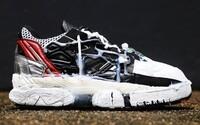 Bizarné tenisky postriekané tekutým lepidlom sú k dispozícii za 1400 eur