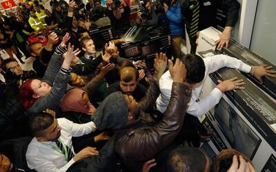 Black Friday: Mohutné slevy či zranění nakupující přicházejí i letos