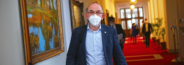 Blatný: Máme podezření na tři pacienty s jihoafrickou mutací koronaviru